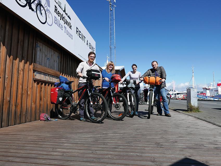 4 cyclists in Reykjavik